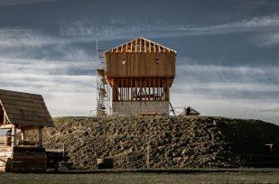 Lancement de la campagne Meubler le château à Motte de la Tour Roland